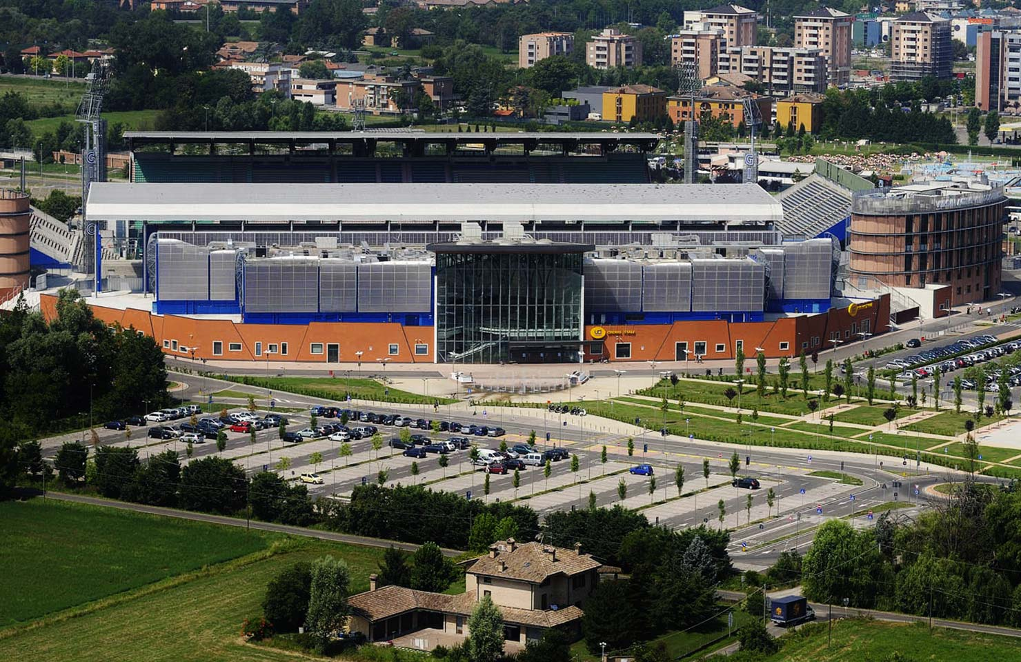 I Petali. Centro commerciale – Stadio Giglio (RE)